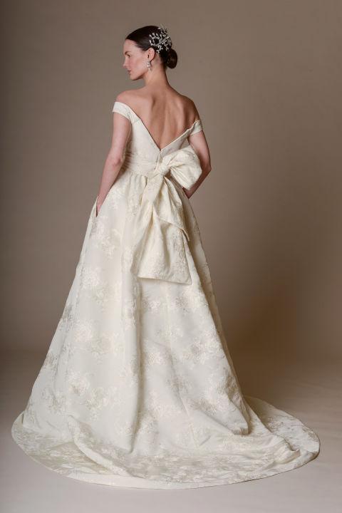 a vonalú menyasszonyi ruha - MARCHESA